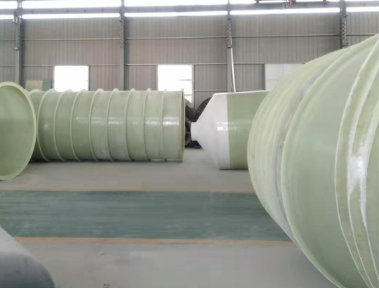 玻璃钢饲料塔生产完成准备装车