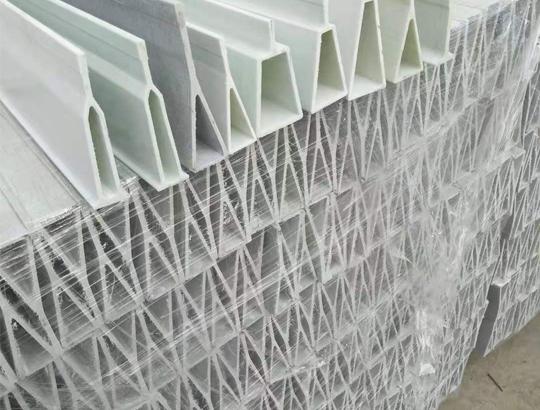 玻璃钢地板梁生产完成